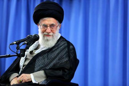آیت الله خامنهای : اگر میخواهید دشمن را از تهاجم منصرف کنید، قوت خود را آشکار کنید