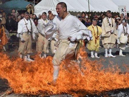 عکسهای جالب,تصاویر دیدنی,عبور از آتش