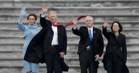 ترامپ و کراواتهای بلندش (عکس)
