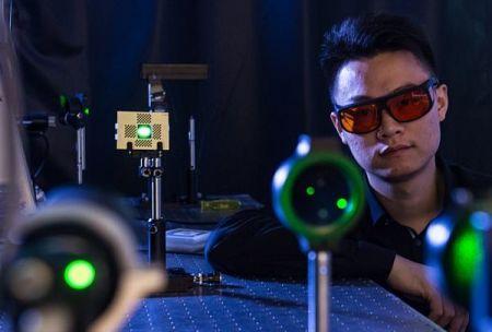 دوربینی که اثر انگشت را از فاصله یک متری ثبت می کند