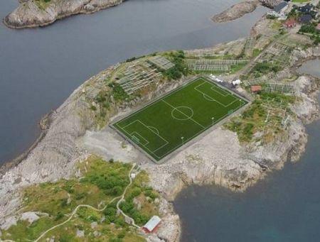 استادیوم فوتبال عجیب در نروژ (عکس)