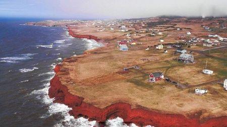 ساکنان این جزیره بازماندگان کشتیهای غرق شده هستند