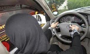 استفاده از کفش پاشنهبلند در رانندگی ممنوع
