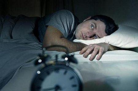تنهایی منجر به بیخوابی شبانه می شود
