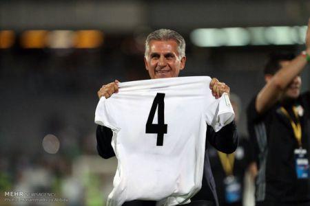 رمزگشایی از خوشحالی کارلوس کیروش با پیراهن شماره ۴