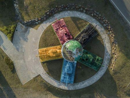 ساخت اثر هنری با تانکهای رنگی در کرهجنوبی /عکس