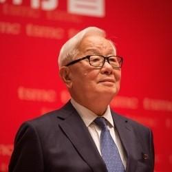 پیش بینی قیمت گوشی در 96 مرد تایوانی که با آیفون۸ یکشبه میلیاردر شد