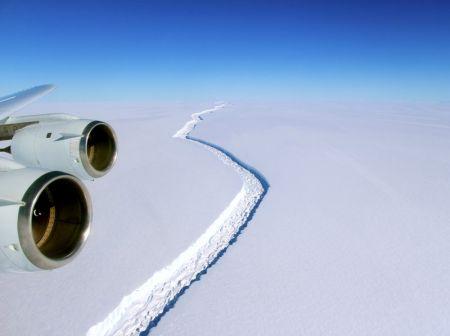 گرم شدن جهان کوه یخی یک تریلیون تنی را از قطب جنوب جدا کرد/سرگردانی توده یخ با مساحت ۸ برابر تهران!