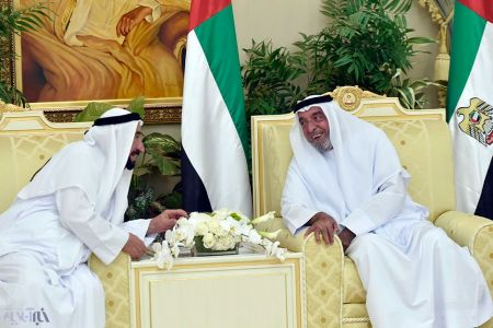 حاکم امارات 3 سال پس از سکته در رسانهها ظاهر شد/ عکس