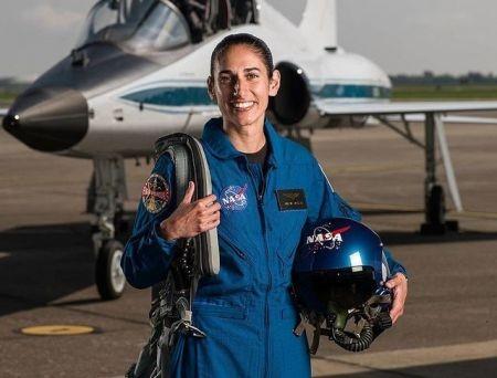 پور با خانم فضانورد ایرانیالاصل «ناسا»: ما برای بقای خودمان نمیتوانیم همیشه در زمین بمانیم