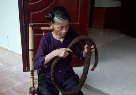 پیرزن ویتنامی با موهای ژولیده سه متری