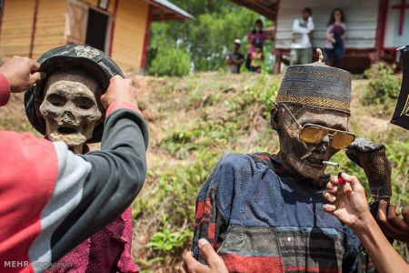 اخبار,عکس خبری,خارج کردن مردگان از گور در اندونزی