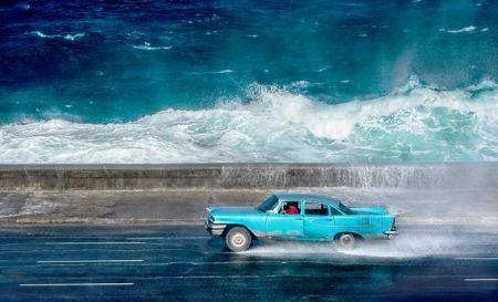 رانندگی با موجهای خروشان در عکس روز نشنال جئوگرافیک/عکس
