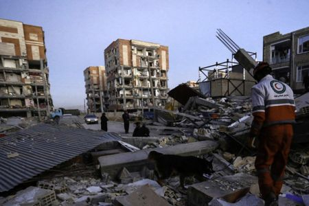 فرماندار گیلانغرب کرمانشاه: به شدت کمبود چادر داریم/ مردم بخاطر نبود چادر و امکانات ضجه میزنند