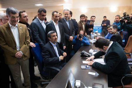 امیررضا واعظ آشتیانی: این افراد بار احمدینژاد شدند نه یار احمدینژاد