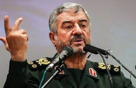 فرمانده کل سپاه: در برابر عربستان خویشتنداری میکنیم/درخواست مذاکره موشکی را به پای جوانی و ناپختگی رئیسجمهور فرانسه میگذاریم