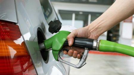 یوسف نژاد: قیمت بنزین قطعا 1500 تومان نمیشود/ افکار عمومی افزایش قیمت حاملهای انرژی را قبول نمیکند