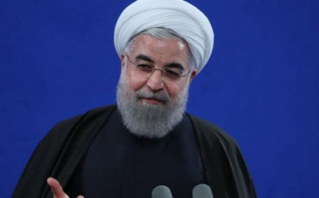 روحانی: انقلابی گری، کاستن از فاصلهها و امیدآفرینی است/ تخریب و سیاهنمائی زمینهساز تفرقه است