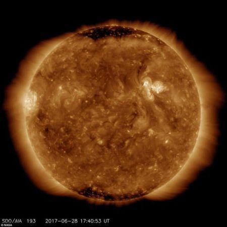 اخبار,اخبار علمی,تصاویر ناسا از لحظه شگفتانگیز پوشش چهره خورشید توسط زمین