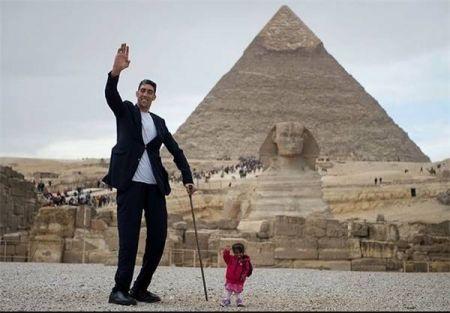 اخبار,اخبارگوناگون,تصاویری از دیدار بلندترین مرد کره زمین با کوتاهترین زن کره زمین در کنار اهرام مصر