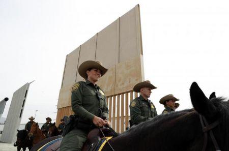 اخبار,عکس خبری,بازدید ترامپ از دیوار بین آمریکا و مکزیک