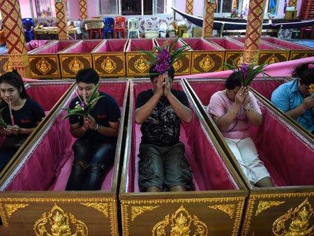 عکسهای جالب,عکسهای جذاب,مراسم مرگ نمادین