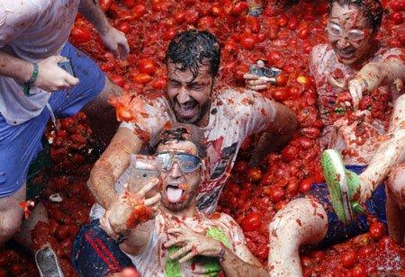 عکسهای جالب,عکسهای جذاب,جشنواره مبارزه با گوجه فرنگی