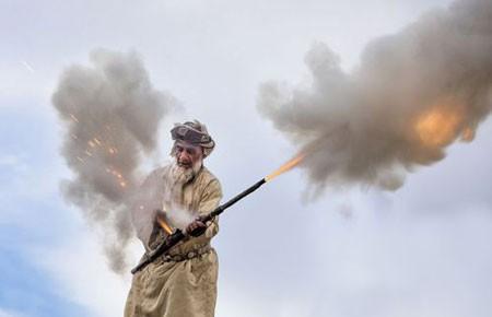 عکسهای جالب,عکسهای جذاب, شلیک با یک توپ دستی