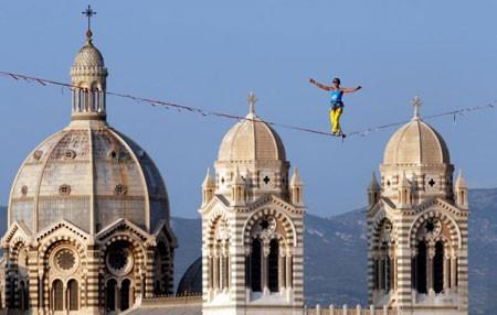 عکسهای جالب,عکسهای جذاب,راه رفتن روی یک طناب