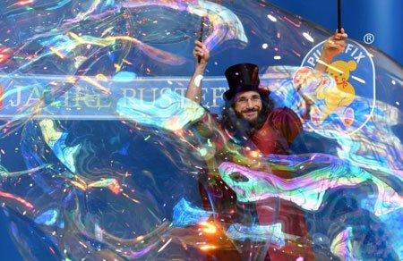 عکسهای جالب,عکسهای جذاب,هنرمند حباب ساز