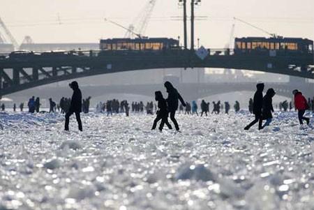 عکسهای جالب,عکسهای جذاب,یخ زدن رود