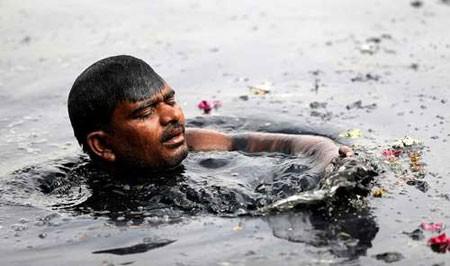 عکسهاي جالب,عکسهاي جذاب,آب آلوده رود