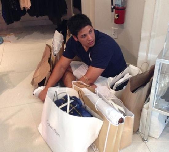 اخبار,اخبار گوناگون,تصاویر خندهدار مردان در مراکز خرید