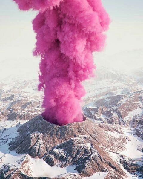 اخبار,اخبارگوناگون, آتشفشانی با دود صورتی