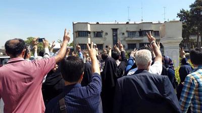 روایت دست اولی از بازداشت معلمان/ وزیر آموزش و پرورش: در تجمع معلمان شعار سیاسی دادند