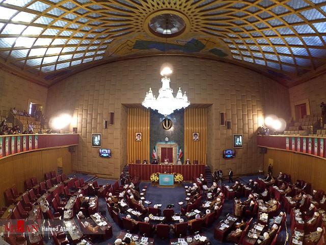 سایت مجلس خبرگان مسئولیت بیانیه چالش برانگیز اخیر را بر عهده رئیس خبرگان گذاشت