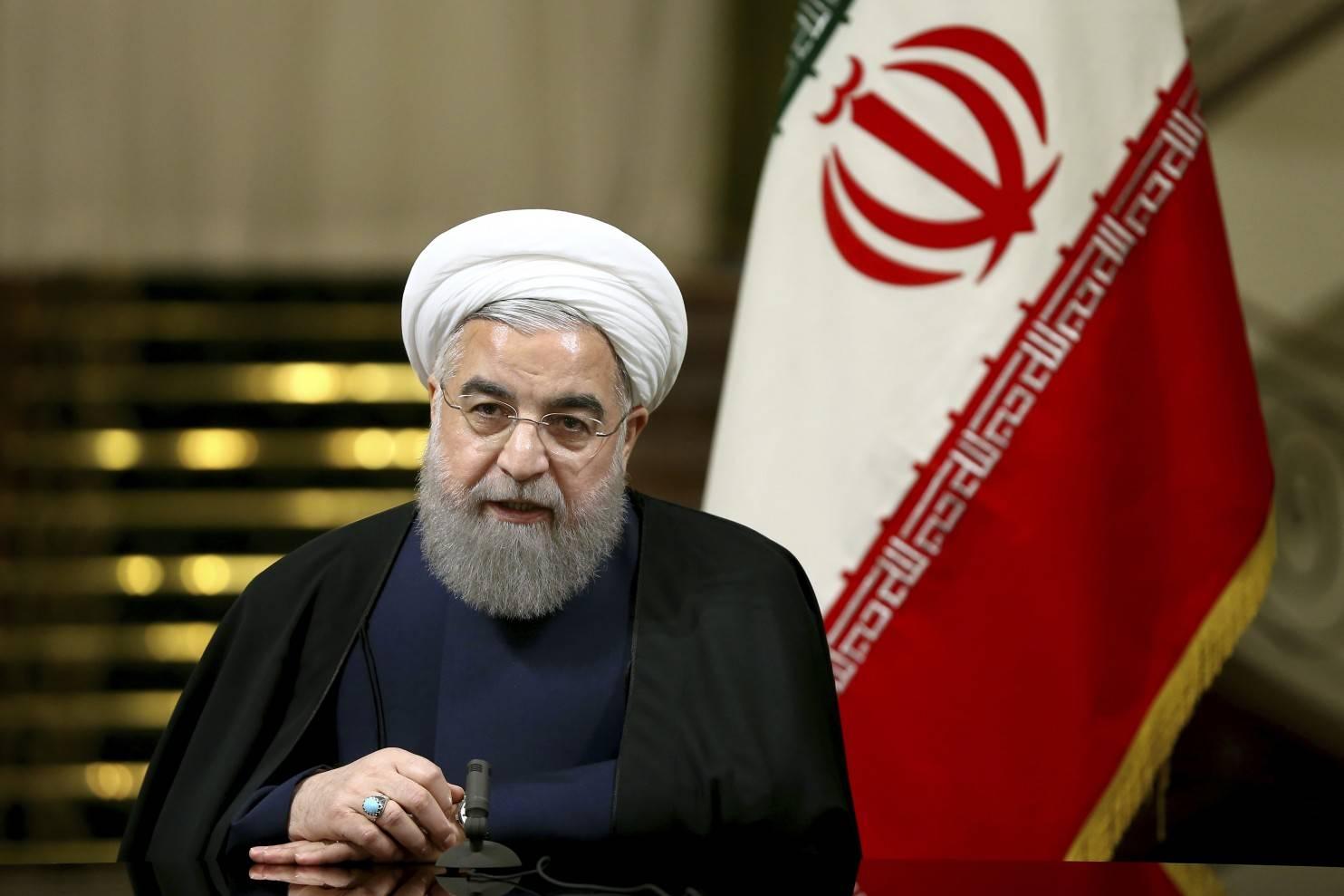روحانی: بسیاری از گله های جوانان، بانوان، اقوام و مذاهب بجاست