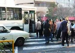 برخورد پلیس با پارک و تردد خودروها در پیاده رو