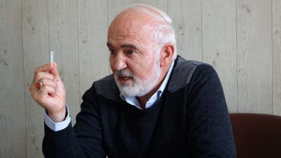 احمد توکلی: مردم به اندازه کافی نا امید هستند، همتی اعتماد از دست رفته مردم به سیستم بانکی را احیا کند