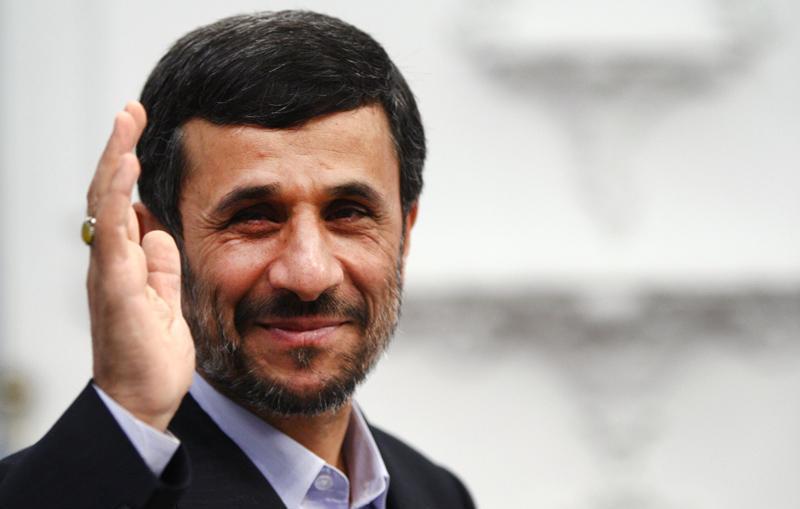 چرا احمدی نژاد هر کار کند، حاشیه امن دارد؟