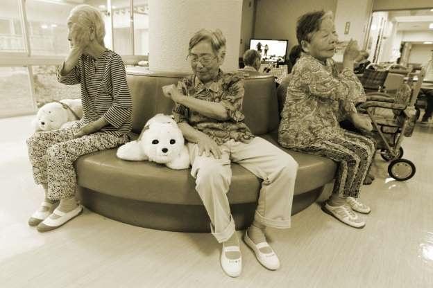 رباتها در پیری عصای دستتان میشوند