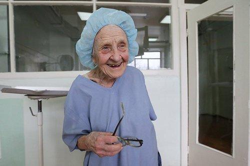 اخبار,اخبار گوناگون,پیرترین جراح دنیا