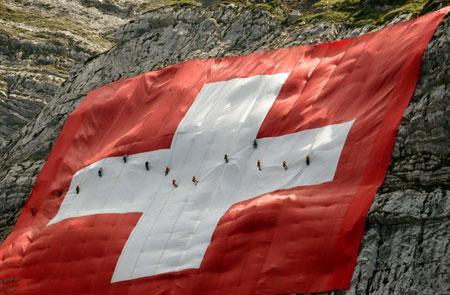 عکسهای جالب,عکسهای جذاب ,نصب پرچم سوئیس