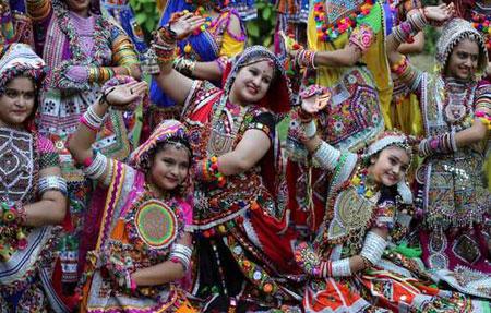 عکسهای جالب,عکسهای جذاب,پوشش سنتی دختربچهها