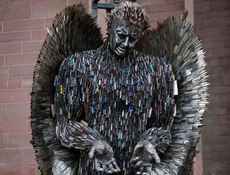 عکسهای جالب,عکسهای جذاب,مجسمه فرشته چاقو