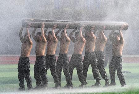 عکسهای جالب,عکسهای جذاب,تمرین نیروهای پلیس