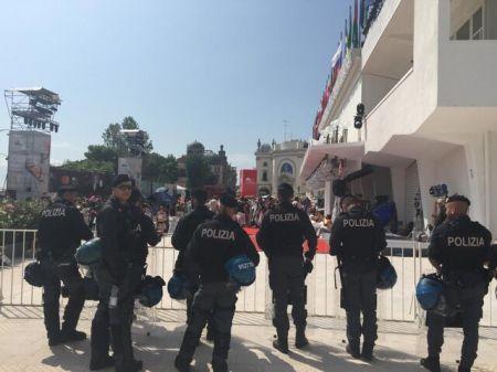 اخبار,اخبار فرهنگی,هجوم معترضان به فرش قرمز جشنواره ونیز
