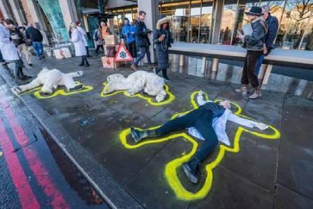 عکسهای جالب,عکسهای جذاب,اعتراض نمادین