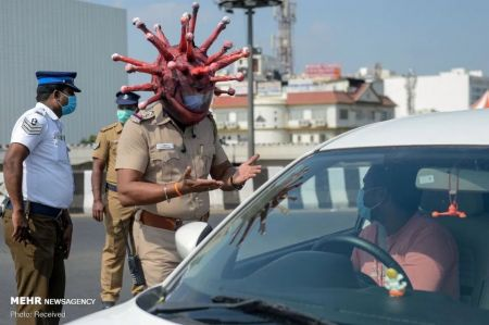 اخبارگوناگون,خبرهای گوناگون , ظاهر عجیب پلیس مبارزه با کرونا