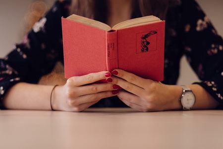 کتاب درمانی به انگلیسی, کتاب درمانی به صورت انفرادی, کتاب درمانی